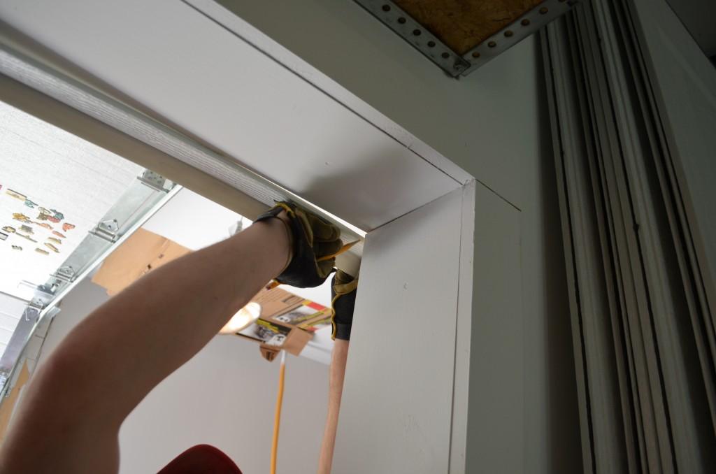 how to install a manual garage door