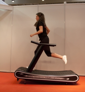 which is better manual or motorized treadmill